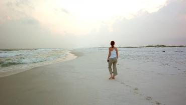 Beach walking: tutti i benefici per la forma fisica