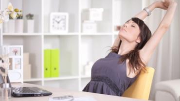 Lavoro sedentario? Ecco qualche esercizio da fare alla scrivania