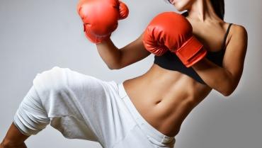 I benefici della kick boxing, allenamento completo che favorisce l'equilibrio mentale